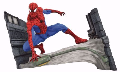 Diamond Select Toys Marvel Gallery: Spider-Man Comic Webbing PVC Diorama (SEP182341)